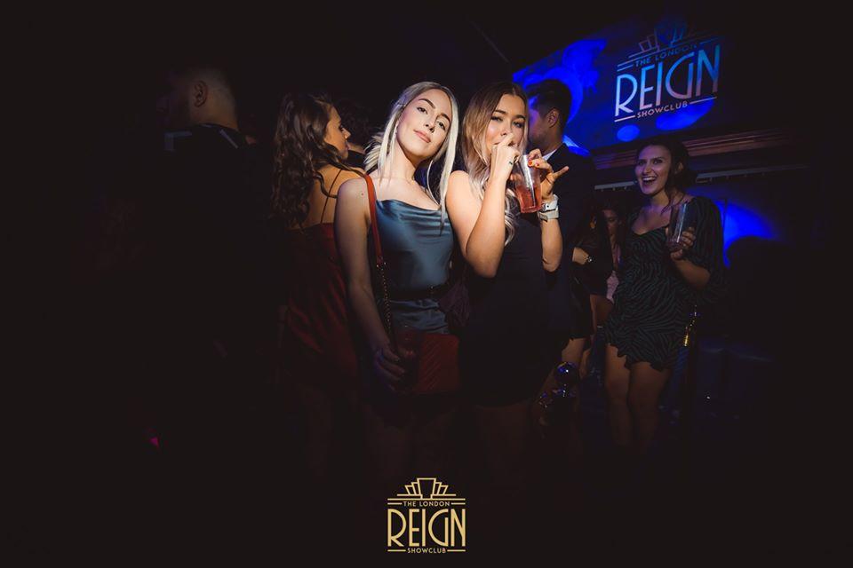 girls enjoying reign showclub guestlist